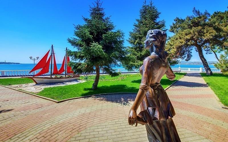 экскурсия к памятнику ассоль и алые паруса геленджик