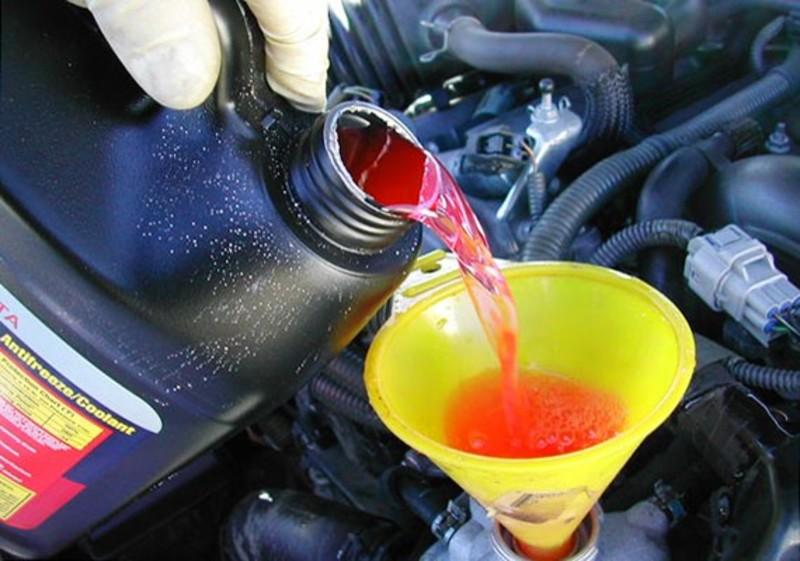 доливка технических жидкостей на дороге с выездом