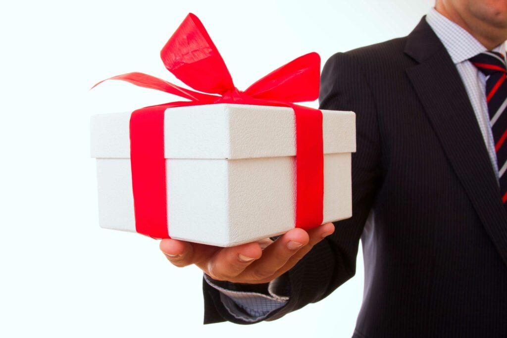 услуги покупки и передачи подарка адресату в анапе краснодаре
